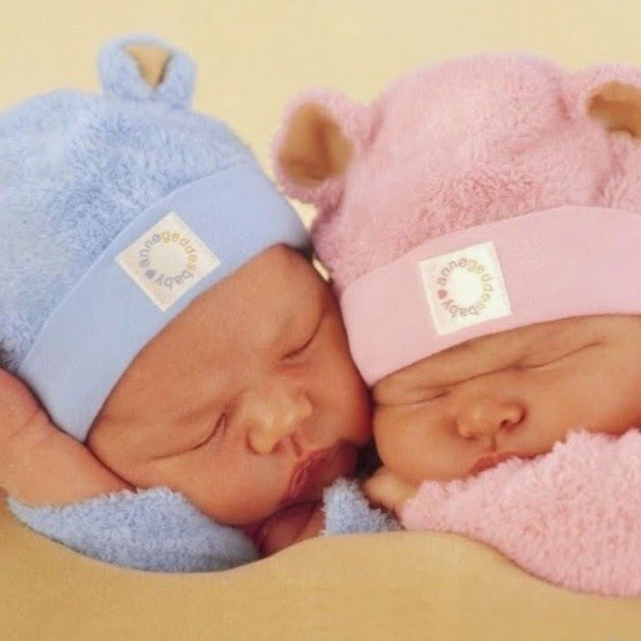 Обои для рабочего стола младенцы двойняшки