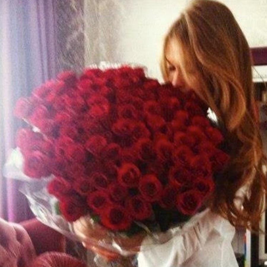 Фото русая девушка с цветами