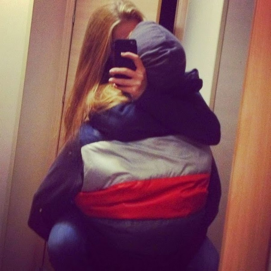 Парень обнимает девушку фото без лица на аву в