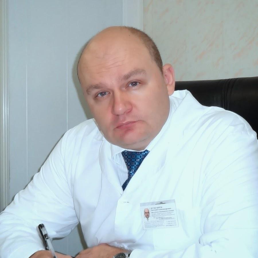devushka-lizhet-yaytsa