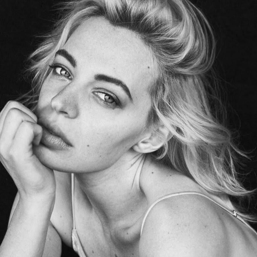 Chloe Farnworth Nude Photos 94