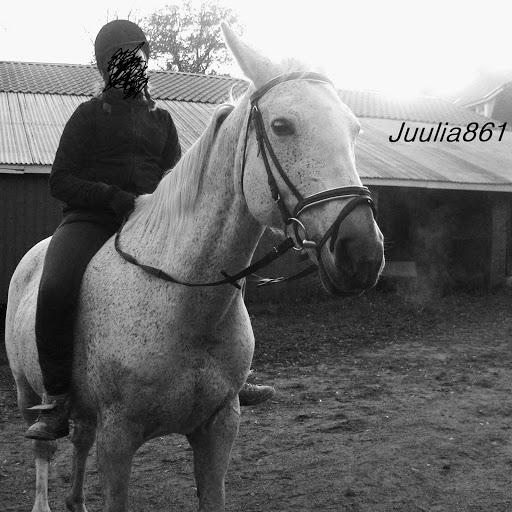 Juulia861
