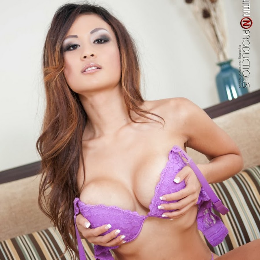 Chinese nude model get creampie by photographer 1