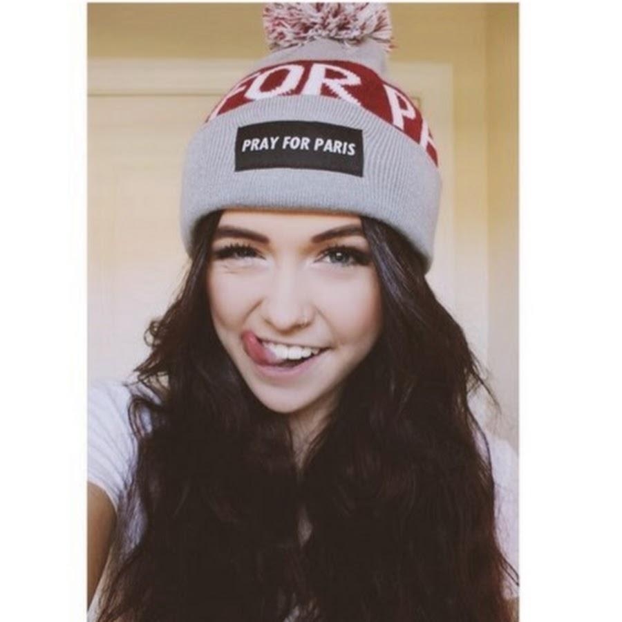 фото красивых девушек в шапке найк