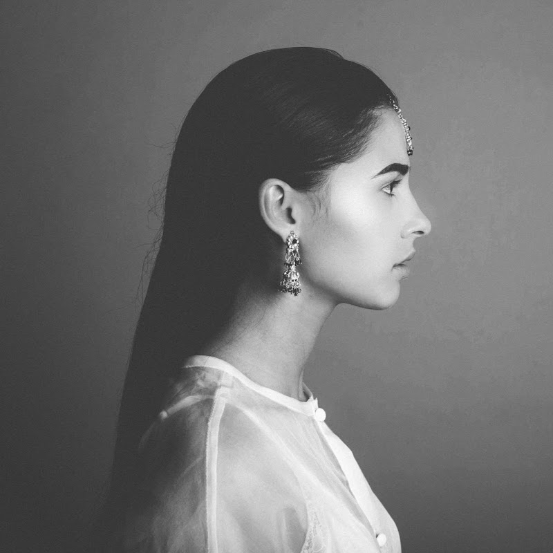 Naomi Scott - Topic