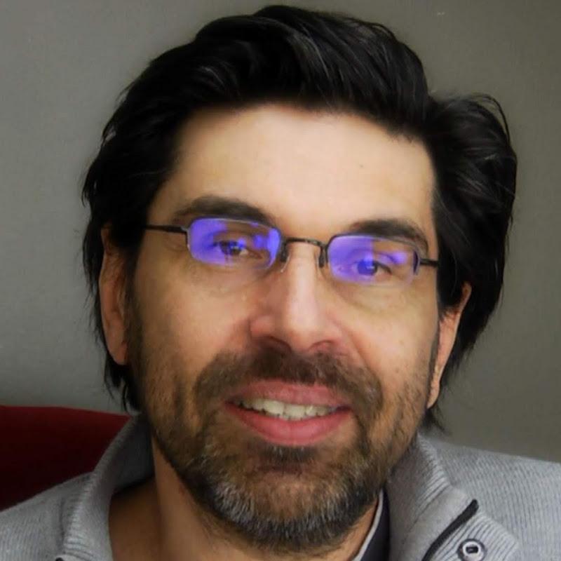 youtubeur Sapiens sur un caillou