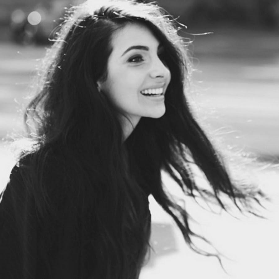 Anna Nooshin laat formidabele schoonheid zien in heerlijke