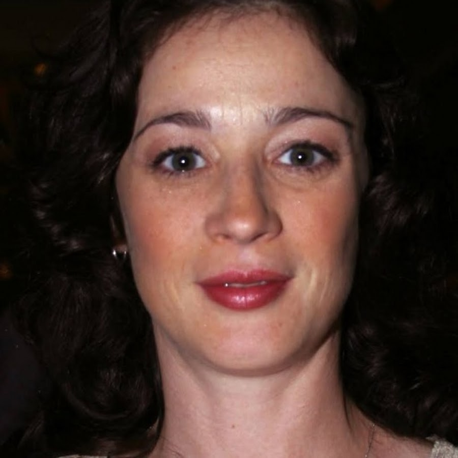 moira kelly - topic
