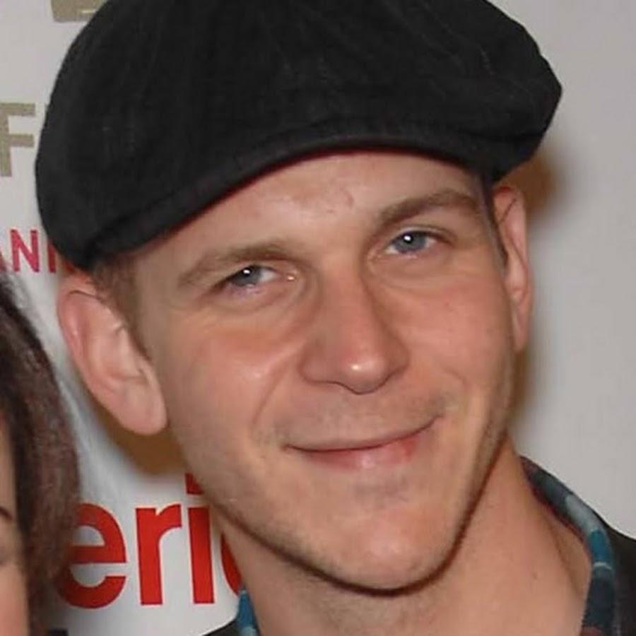 Gustaf Skarsgård tvekar inför Hollywood - Nyhetsmorgon