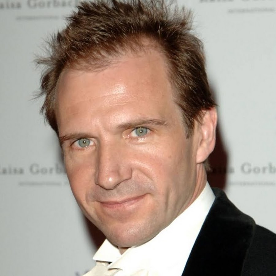 Ralph Fiennes - Topic - YouTube