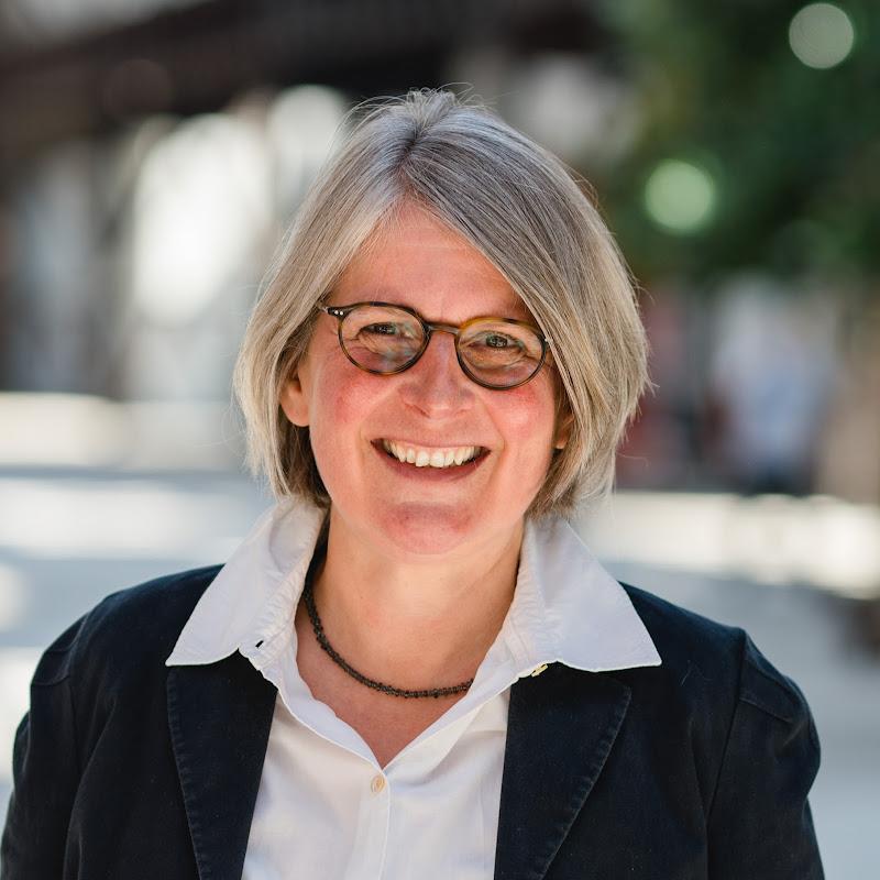 Dr. Anne Schierenbeck