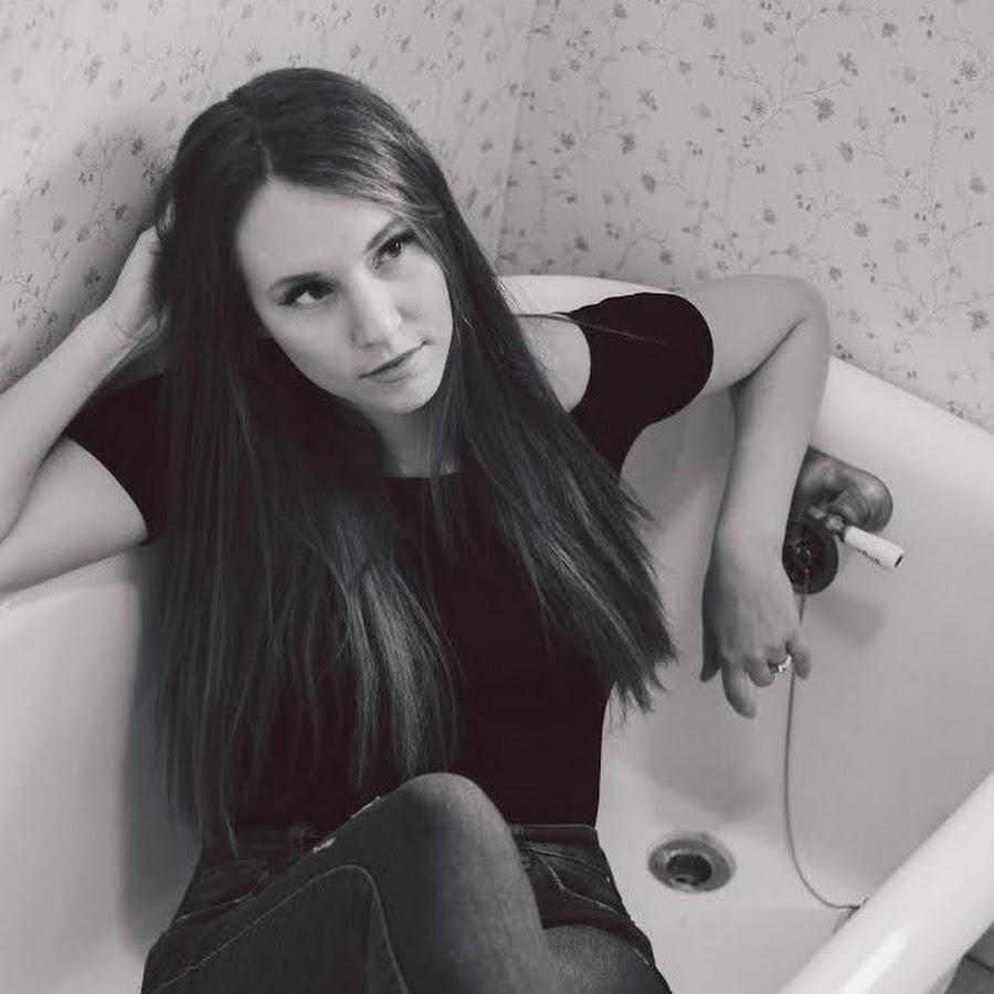 Artist Page - Katie Louise - Artistes International