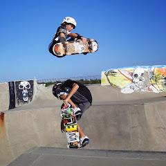 Skateboarding Twins Nic & Tristan Puehse