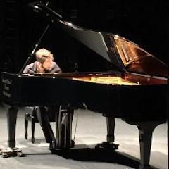 Luis Becerra. Pianista