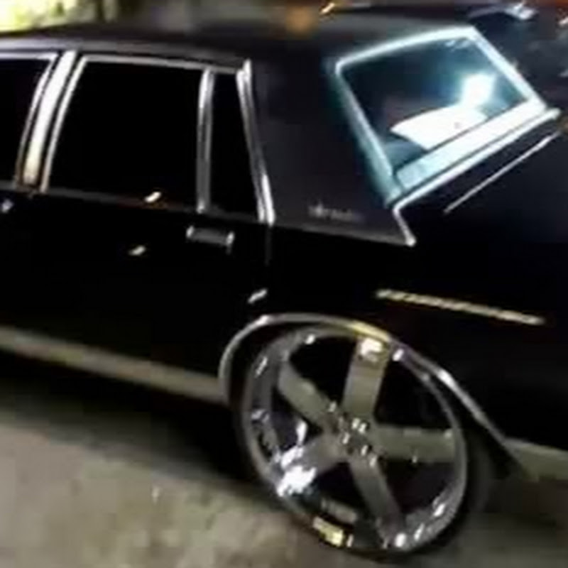 Lincoln Town Car On 28s And 72 Cutlass On 26s Videomoviles Com