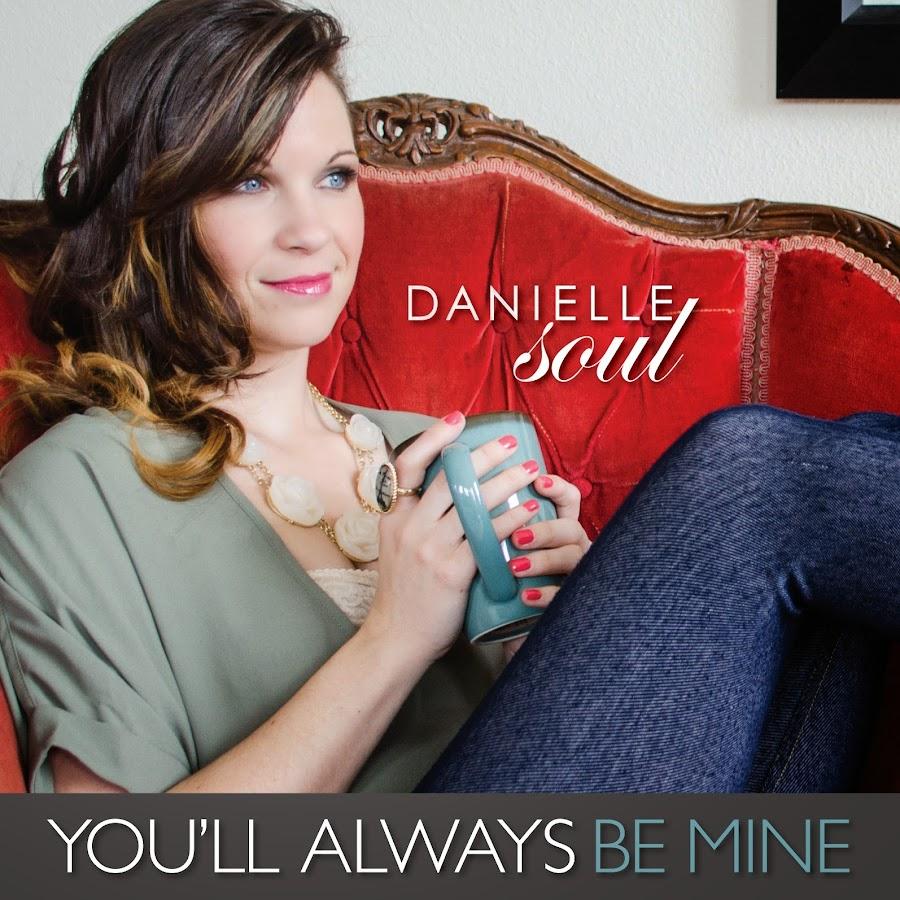 Danielle Soul beherrscht die beiden großen Schwänze in cowgirl DP Weg