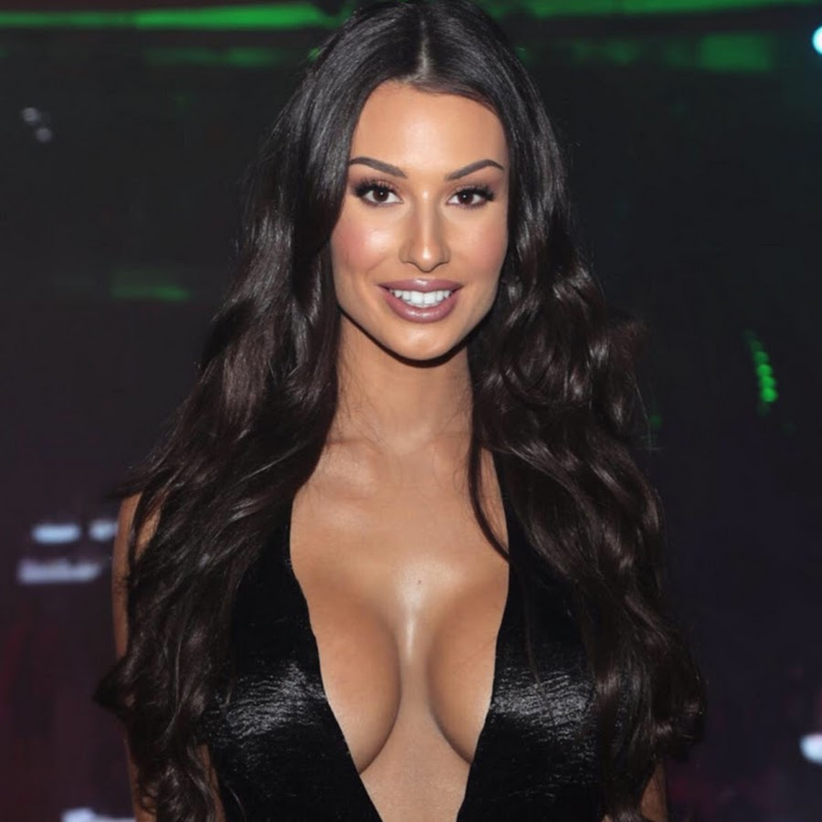 Bianca Kmiec Nude Photos 28