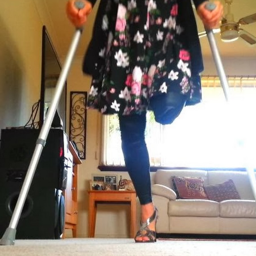 HD-Amputee Woman Crutching Youtube – Ashleehusseyphoto