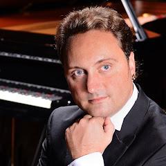 Maucoli Pianoman