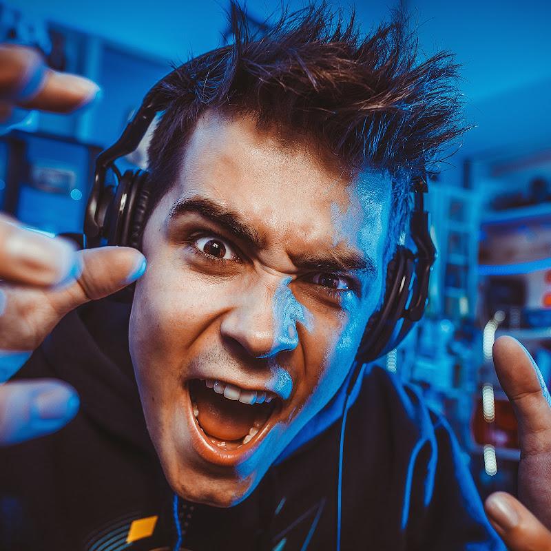 reZi - Born To Be a Gamer