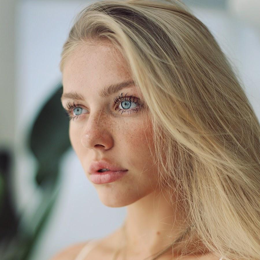 Annika Boron Nude Photos 87