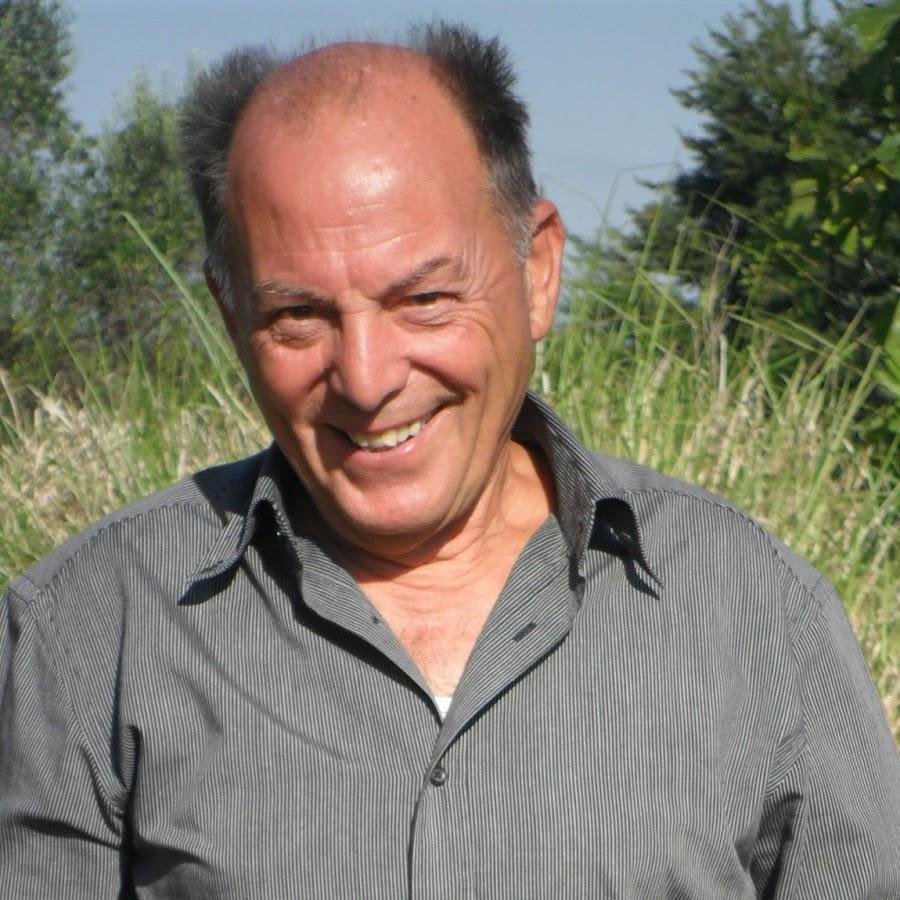 Benito Castorina - YouTube