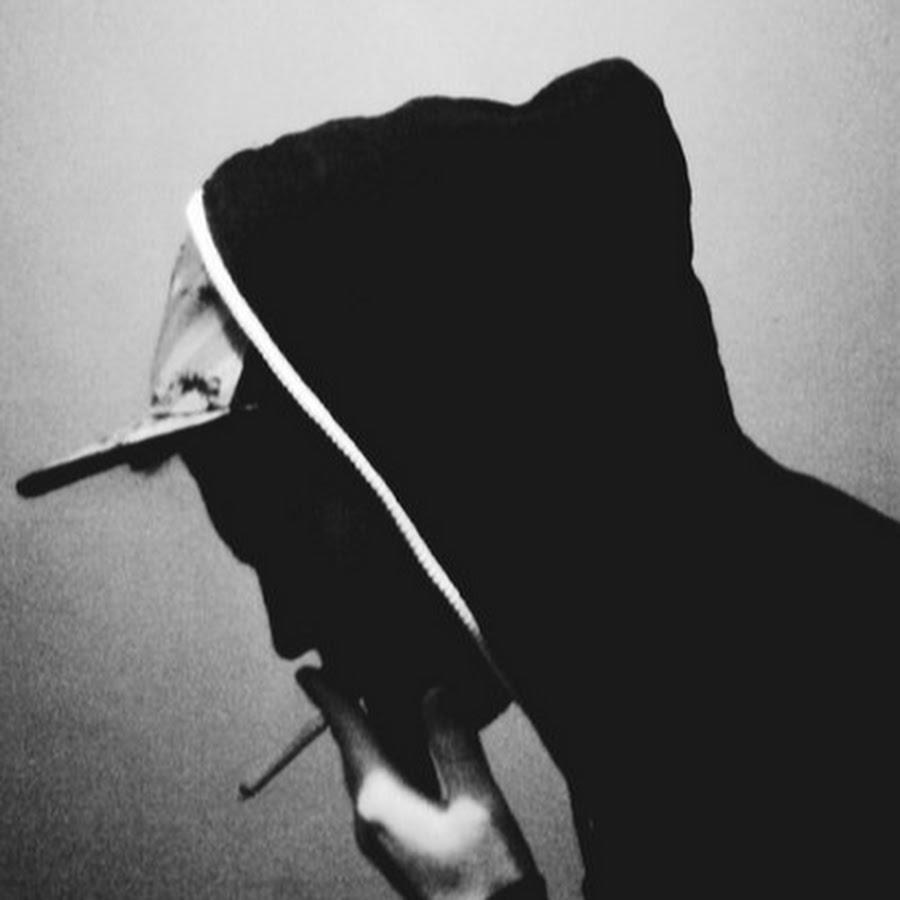 картинка парень в капюшоне с сигаретой знаменитость визитная