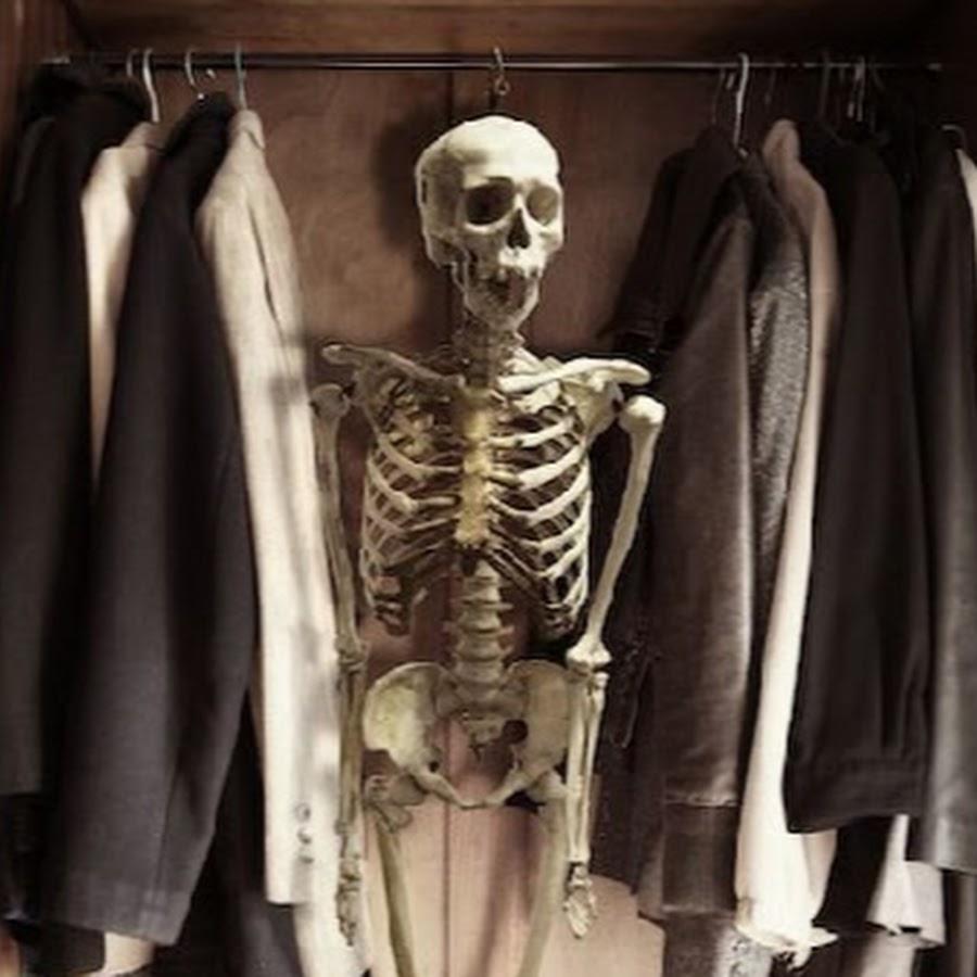 скелет в шкафу у фотосара только хранить разбитую