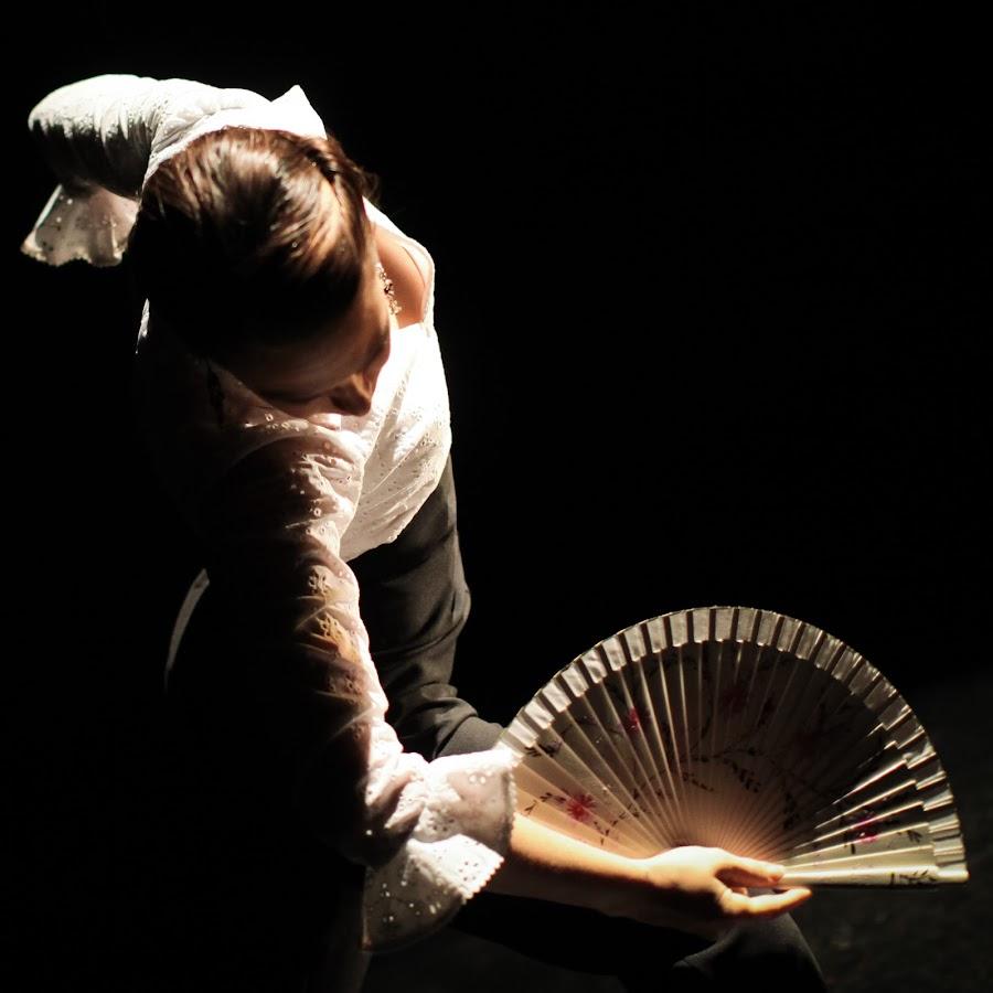 картинки танцовщицы с веерами
