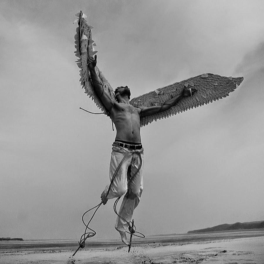 летающий человек с крыльями картинки сегодня