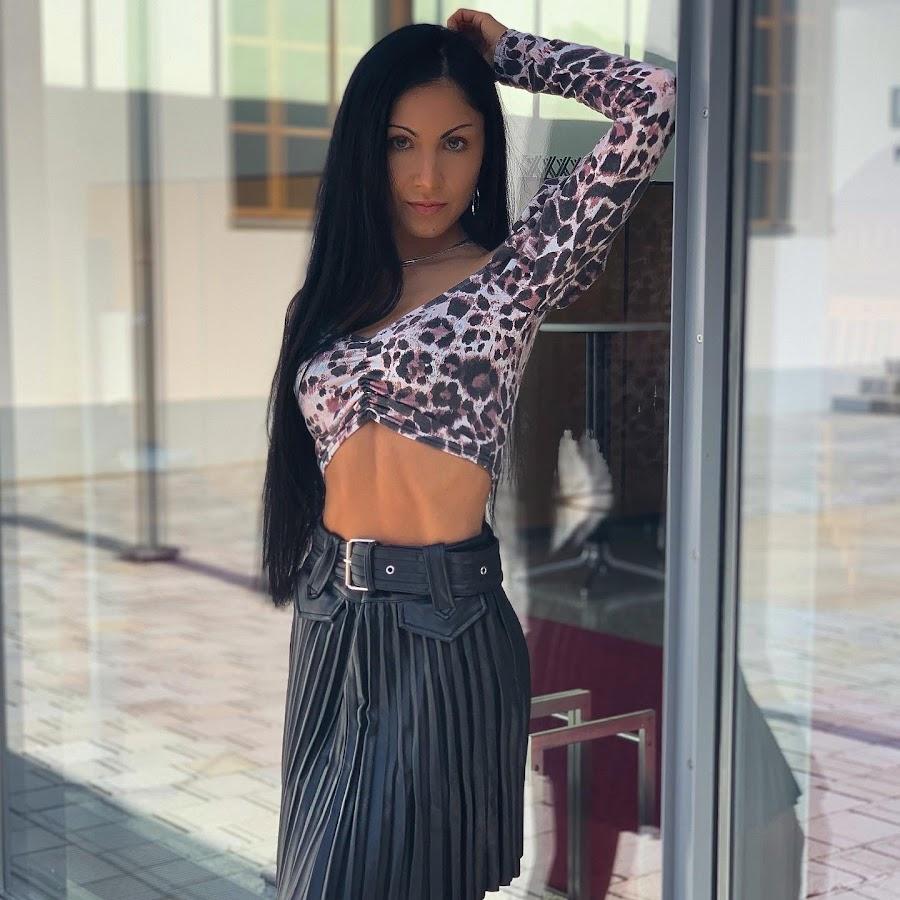 Elena Ravelli - Remedy - NAKED - YouTube