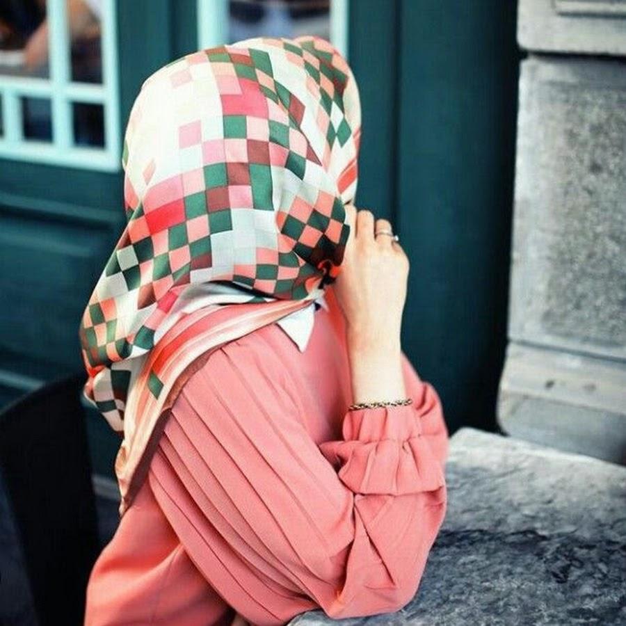 Картинки на аву девушек в хиджабе со спины