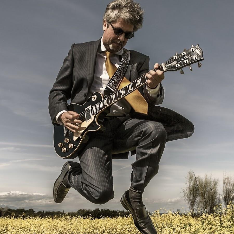 список лишь интересные фото мужчина с гитарой студию красоты требуется