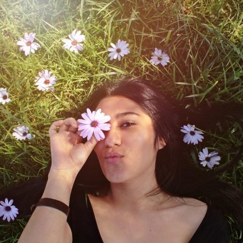 Consuelo Flores