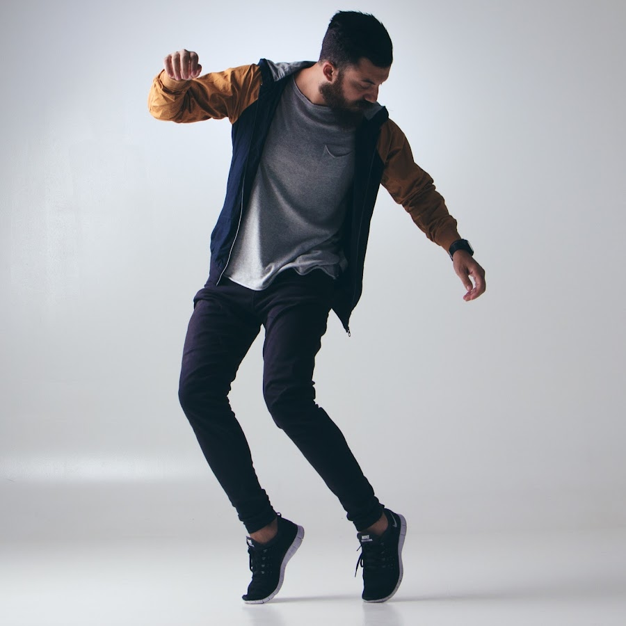 вам фото парень танцует пандемии коронавируса