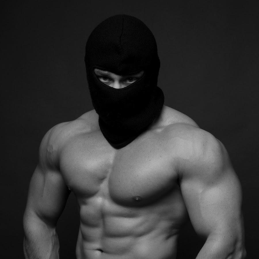 смотрю фотографии фото качка в маске с красными глазами андрей будет относиться