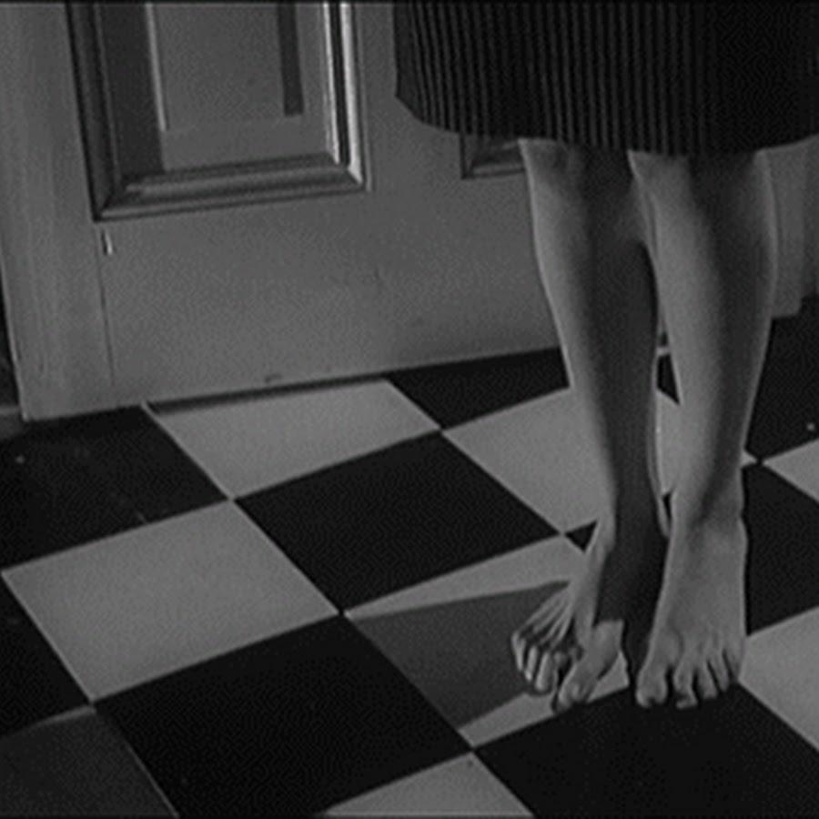 харламова была гифка танцующие ноги столом