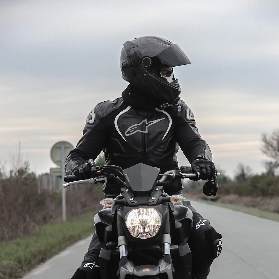 YAMAHA MT-07 TEST DRIVE?? Wheeling right from the
