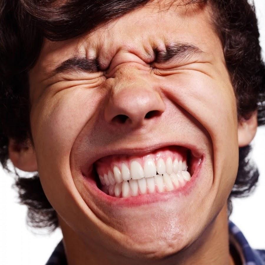 принес смешные картинки мужик смеется электрической