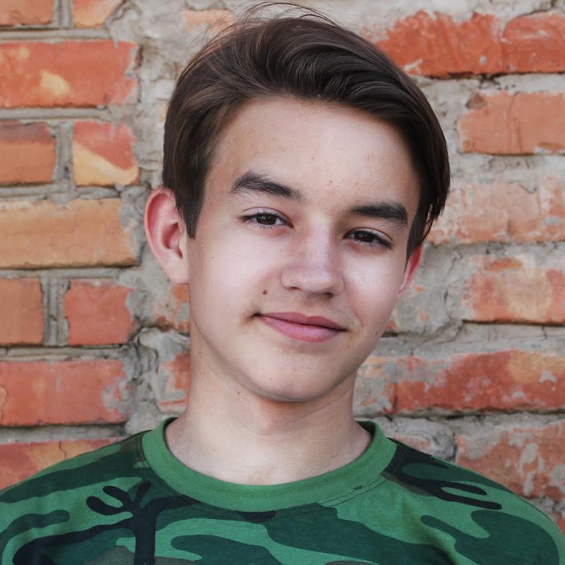 Максим Балахонов