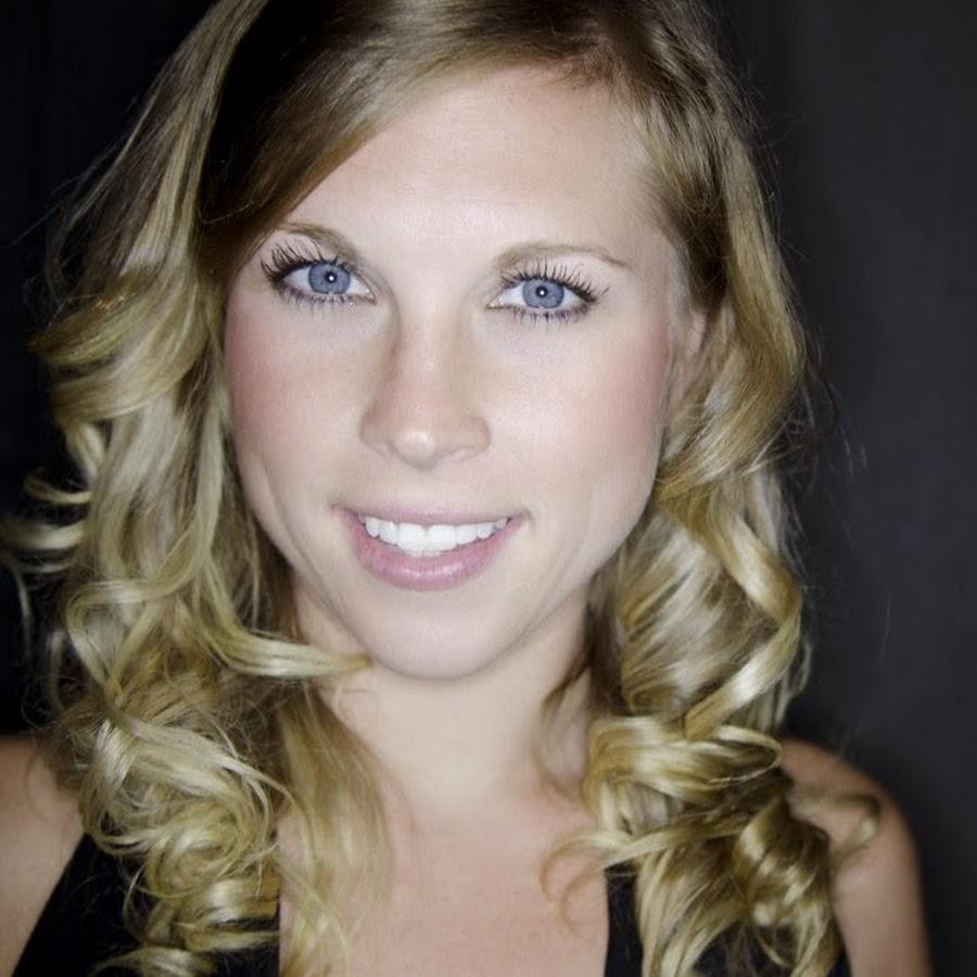 Wünschenswert blonde Engel Loren Blaine gefällt Ihrem lover auf POV-cam