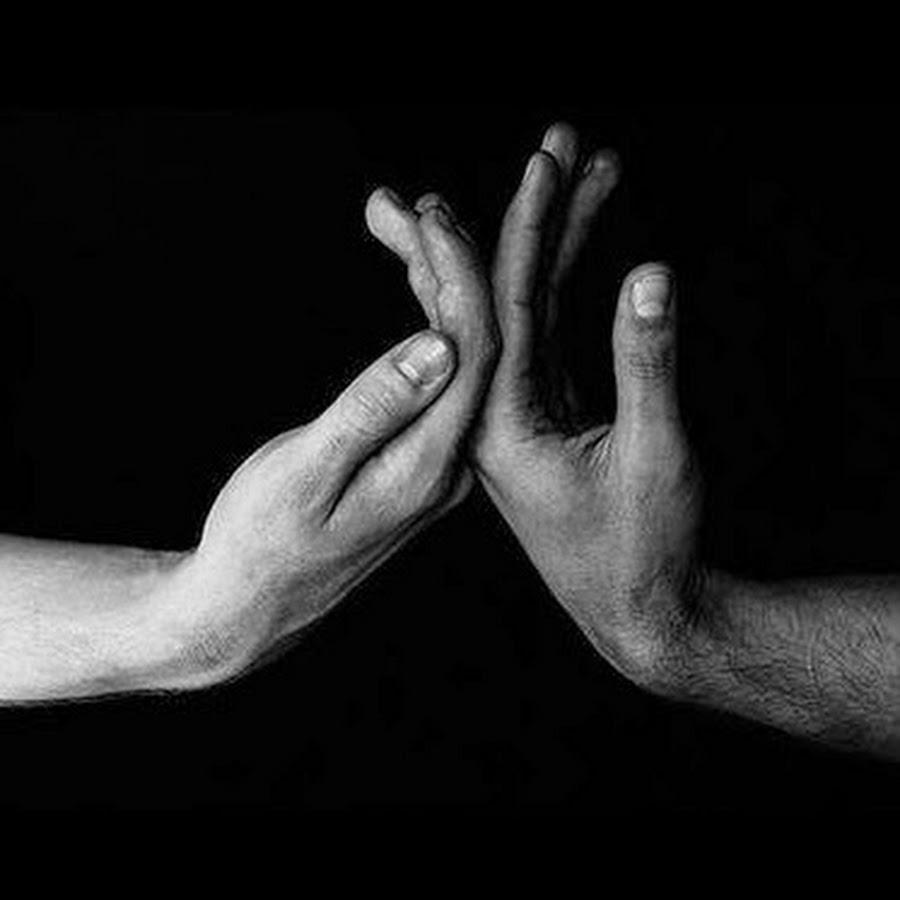 картинки прикасающиеся руками одна немногих