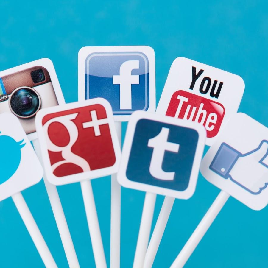 led sign social network - 900×900