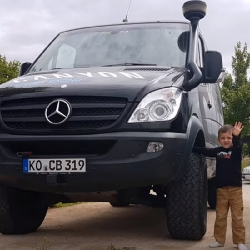 Mercedes zetros 6x6  Perfect for a offroad camper  | FunnyCat TV