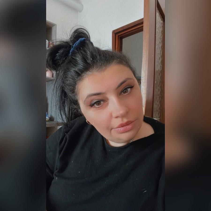 Красивые девушки с закрытым лицом в шляпках 13