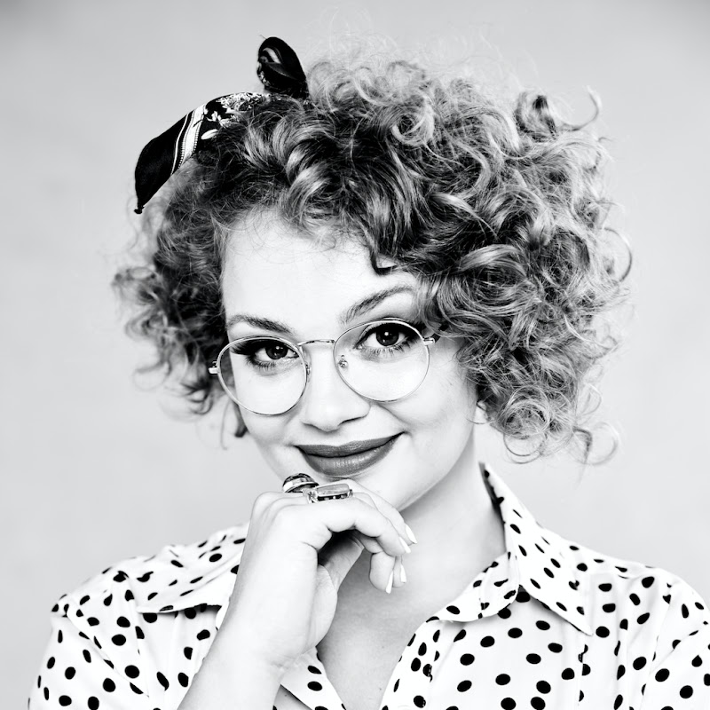 Carrie Hope Fletcher Photo