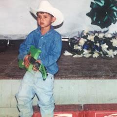 Cuanto Gana Abraham Vazquez