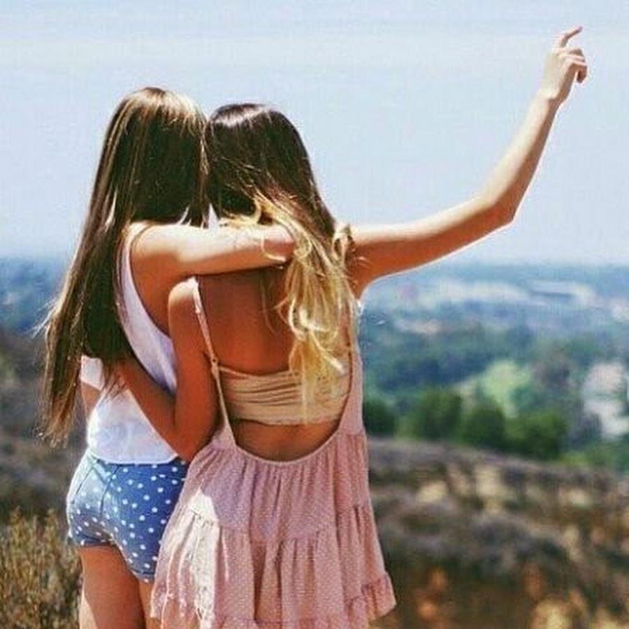 Картинки две девочки блондинка и брюнетка дружба