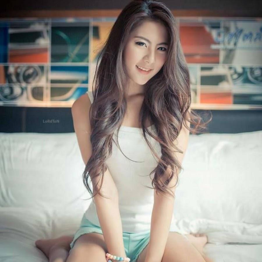 thai-girls-hot-sucking-korean-boob