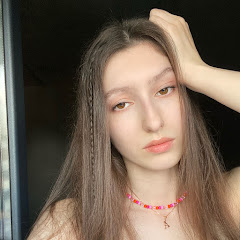 Aloona Larionova YouTube channel avatar